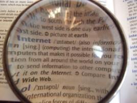 800px-Dictionary_through_lens-300x225