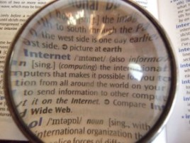 800px-Dictionary_through_lens-300x225
